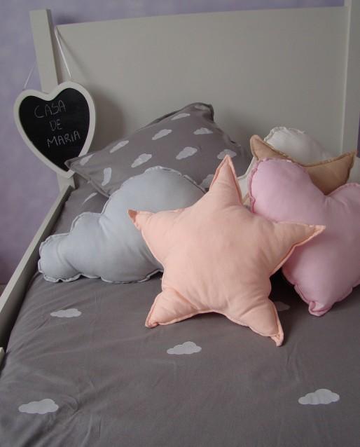 almofada-nuvem-cinza-coracao-rosa-estrela-salmao